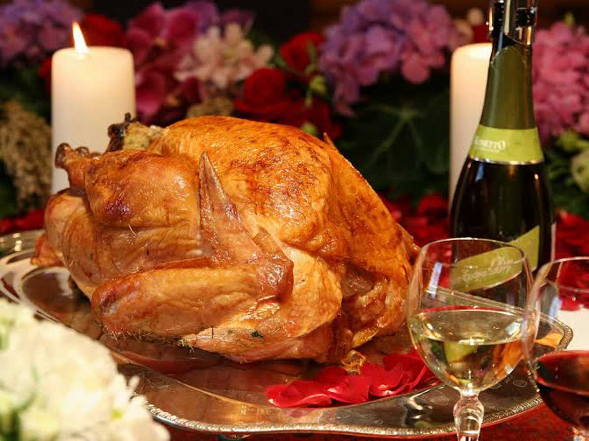 Festive feast 3 tasty thanksgiving menus in bangkok for How to cook a 7kg turkey