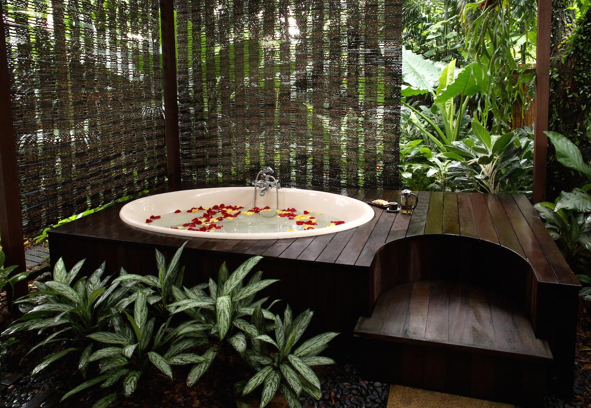 Review aramsa the garden spa s harmony massage for Garden bathtubs