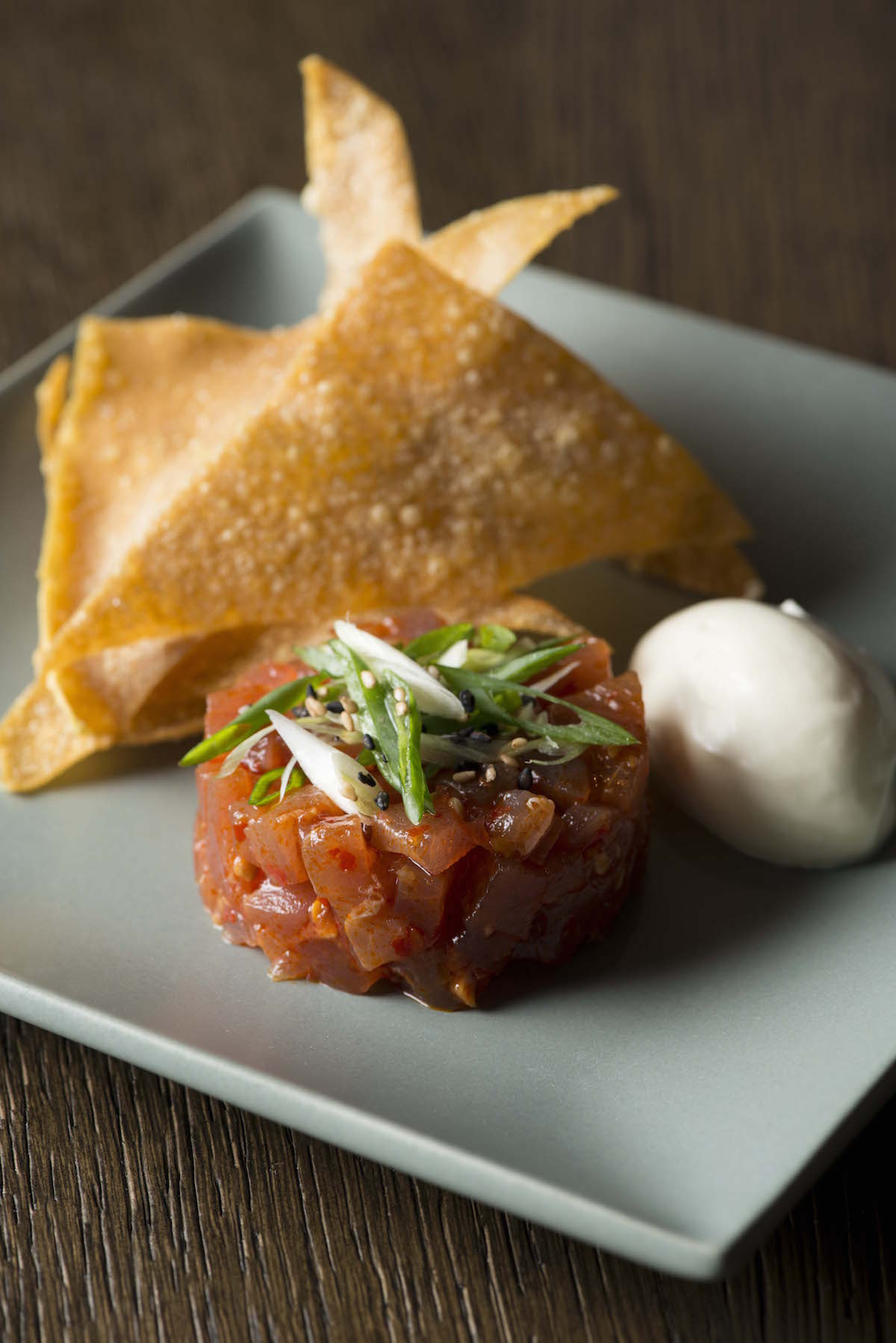 Spicy tuna tartare, chilli, garlic, sesame oil, wonton crisps