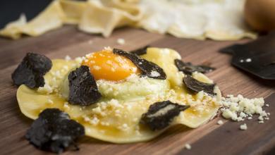 Fratelli Trattoria - Raviolone di ricotta e spinaci, tuorlo d'uovo e tartufo nero copy 2 FEATURE