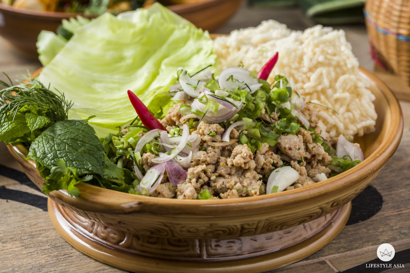 Isaan-style minced chicken salad with rice crackers.